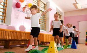Упражнения для улучшения осанки малышей