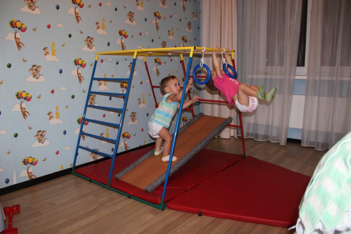 Упражнения на шведской стенке для малышей