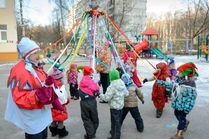 игра для детей на уличе в масленницу -карусель
