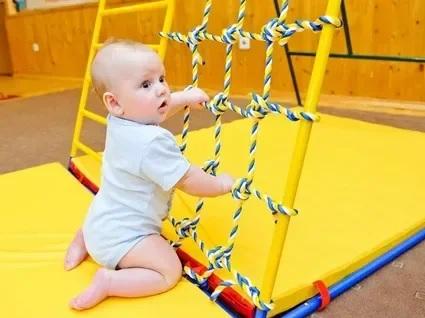 Подвижные игры для малышей дома